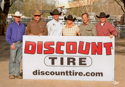 Blue Allen with Discount Tire folks and sign